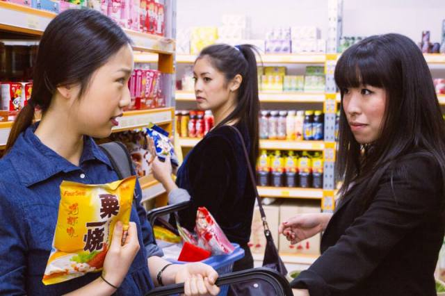 The flatmates go grocery shopping. (image source: facebook.com/Flat3webseries)