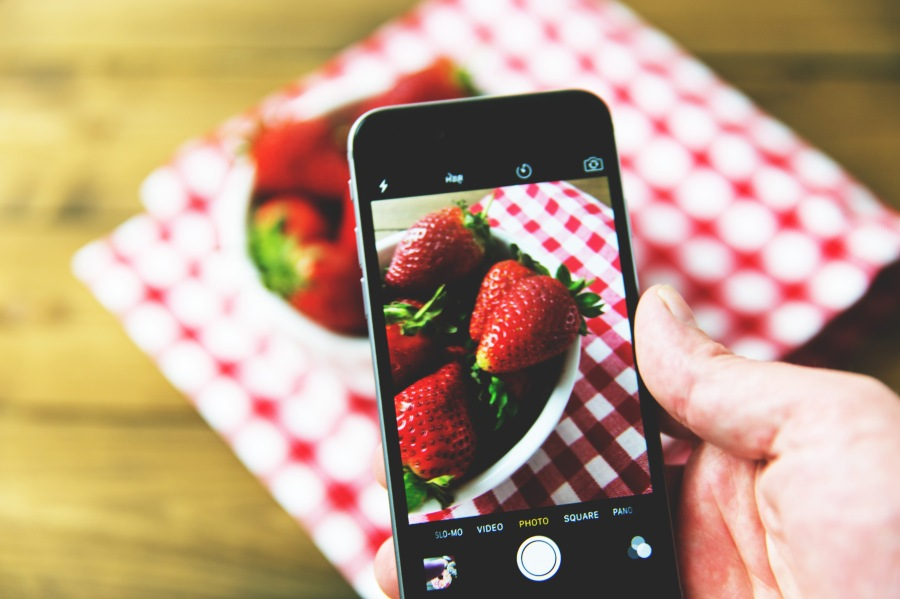 iphone-strawberries